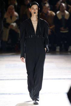 Yohji Yamamoto   Ready-to-Wear - Autumn 2016   Look 17