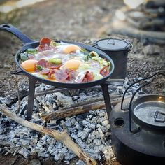 Would you like to go camping? If you would, you may be interested in turning your next camping adventure into a camping vacation. Camping vacations are fun Bushcraft Camping, Camping And Hiking, Camping Survival, Camping Meals, Family Camping, Tent Camping, Camping Cooking, Camping Outdoors, Camping Hacks