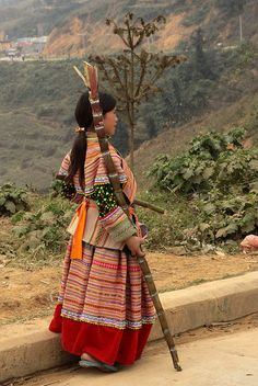 Vietnam - ethnic minorities | Flower Hmong woman. Marketplace of Si Ma Cai |  © Walter Callens