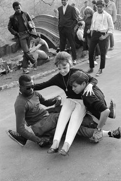 22 Awesome Vintage Photos of Skateboarding in New York City in the Early 1960s