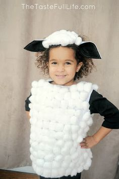 Pretty Real: DIY Sheep and Cow Costumes for My Church's Christmas Recital. - - This DIY tutorial walks you through how to make a sheep costume and a cow costume for a manger scene or halloween costume! Diy Sheep Costume, Farm Costumes, Animal Costumes For Kids, Lamb Costume, Sheep Costumes, Nativity Costumes, Carnival Costumes, Diy Costumes, Costume Ideas