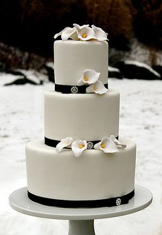 Black and white calla lily wedding cake