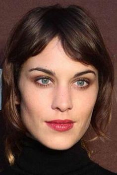 Alexa Chung's Best-Ever Hair Moments: Tousled Waves, Blunt Bangs & Ombre Strands Pixie Bangs, Blunt Bangs, Latest Hairstyles, Cool Hairstyles, Big Hair, Your Hair, Hair Inspo, Hair Inspiration, Alexa Chung Hair