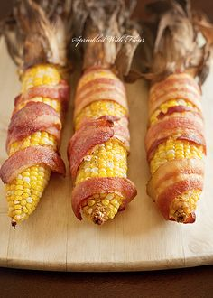 Bacon Wrapped Corn On The Cob. Bacon wrapped corn on the cob. I Love Food, Good Food, Yummy Food, Healthy Food, Tasty, Corn Recipes, Vegetable Recipes, Bacon Wrapped Corn, Grilling Recipes