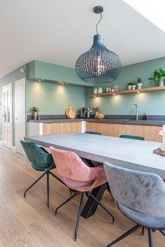 Kitchen Furniture, Kitchen Interior, New Kitchen, Home Interior Design, Kitchen Dining, Kitchen Decor, Shaker Style Kitchens, Home Kitchens, Country Chic Kitchen