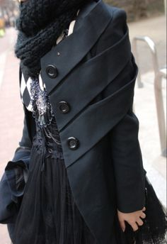 Любопытная деталь пальто / Street Style / Своими руками - выкройки, переделка одежды, декор интерьера своими руками - от ВТОРАЯ УЛИЦА