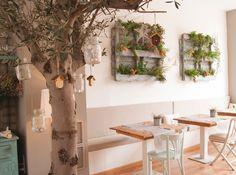 Cocotte and Co, una cafeteria con estilo en Valencia Interior Garden, Cafe Interior, Cafetaria Vintage, Tattoo Bar, Middle Eastern Decor, Deco Restaurant, Small Cafe, Coffee Design, Valencia