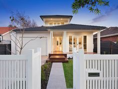 House Fence Design, Modern Fence Design, White Exterior Houses, House Paint Exterior, Small Beach Houses, Timber Gates, Weatherboard House, Rose House, Backyard Garden Landscape