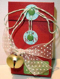 Scrap Yard Chicks-Scrapbooking Workshops & Kits: Day 10 Flip Top Box with Accordion Insert-10 Days of Christmas Gifts