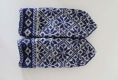 Mittens with pattern in danish. There is a chart, so if you don't understand danish, you will still be able to understand the chart :)