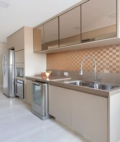 Mais uma bela cozinha para encher seu feed de inspirações! 💗 Amei! 🔛 - Projeto Monise Rosa Arquitetura Foto @juliaribeirofotografia - Home…