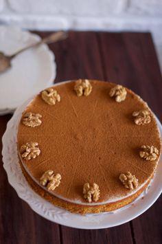 Biliyorum hepimiz şu ara tatlılardan uzak durmaya çalışıyoruz ama bu tatlıyı denemeyi ertelemeyin, hemen yapın lütfen çünkü çok güzel, çok lezzetli. Galeta Unlu Tatlı aynı zamanda Kıbrıs Tatlısı olarak da biliniyor. Bu tarifi ne zamandır denemek istiyordum ve misafirlerimizin geleceğini öğrenince hemen