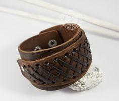 Широкий мужской браслет напульсник на кнопках . #boroda_land #bracelet  #voronezh #kaliningrad #boroda #браслет #браслет_из_кожи #мужской_браслет #ручная_работа #доставка_по_всему_миру #mensbracelet #mensaccessories #accessories