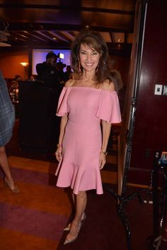 The 2017 Gold & Silver Circle Ceremony Susan Lucci, Ladies Lunch, Pink Shorts, Black Tie, Short Dresses, China, Actresses, Lady, Rose