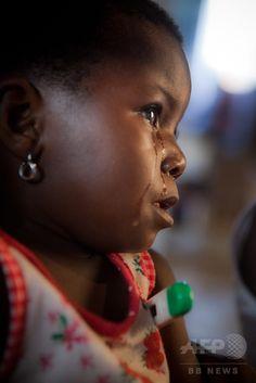 アンゴラから逃れてきた難民の少女。コンゴ民主共和国のキンペセ(Kimpese)で(2011年11月3日撮影、資料写真)。(c)AFP/GWENN DUBOURTHOUMIEU ▼17Sep2014AFP|世界の子どもの死亡率、13年は減少 90年以降ほぼ半減 http://www.afpbb.com/articles/-/3026141