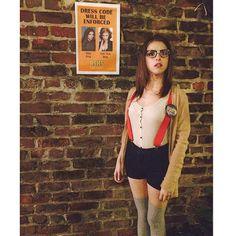 Pin for Later: Spaßige und unverstellte Promibilder in den sozialen Netzwerken  Anna Kendrick verkleidete sich für die zurück-zur-Schule. Source: Instagram user annakendrick47
