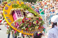Desfiles de Silleteros Gingerbread, Desserts, Food, Meal, Deserts, Essen, Hoods, Dessert, Postres