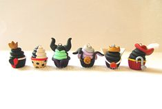 Disney Villains Inspired Cupcake Charms. Handmade por Hearts2Charm