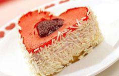 Çilekli Kalp Pasta tarifi mi aramıştınız? Çilekli Kalp Pasta nasıl yapılır, hazırlanışı, malzemeleri ve resimli anlatımı Mis Pasta Tarifleri'nde! http://www.mispastatarifleri.com/cilekli-kalp-pasta-tarifi/