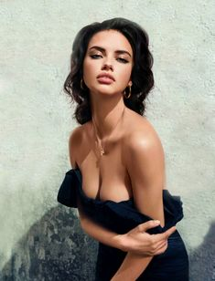 Screw Lindsay playing Liz Taylor, Adriana Lima looks more like her than Lindsay ever will