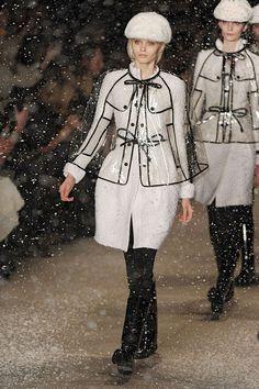 clear plastic raincoats #fashion #runway #couture #models #rainydays #style #clothes #trend #transparent