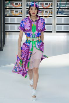Minus the silly ball cap, I quite like the effect of this >> Chanel Spring 2017 Ready-to-Wear collection.