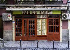 Rico, barato y cutre: bares madrileños 'de viejo' para comer hasta hartarse | Tentaciones | EL PAÍS Café Bar, Shop Fronts, Spain, Italy, Nice, Outdoor Decor, Pictures, Travel, Koh Tao