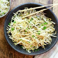 This quick and easy Japanese Bean Sprouts Salad is so refreshing and makes the perfect side dish. Bean Sprout Salad, Bean Sprout Recipes, Sprouts Salad, Bean Sprouts, Healthy Asian Recipes, Healthy Salads, Healthy Food, Best Salad Recipes, Quick Dinner Recipes