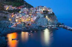Perchés sur des montagnes ou à flanc de falaise, ces petits villages, dispersés aux quatre coins du monde, sont situés au cœur de paysages époustouflants. Magique!