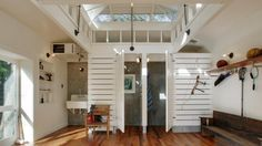 Architect Visit: Lake Washington Boathouse by JAS Design Build - Gardenista Pool Bad, My Pool, Beach House Tour, Pool Changing Rooms, Pool House Bathroom, Haus Am See, Pool Cabana, Pool Houses, Tiny Houses