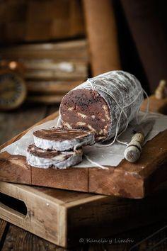Kanela and Lemon: Chocolate Salami Chocolate Dreams, Chocolate Delight, Chocolate Shop, Chocolate Desserts, Raw Food Recipes, Sweet Recipes, Lazy Cake, Homemade Sweets, Cupcake Cookies