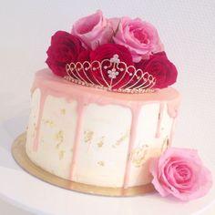 Princess drip cake / pink, gold, fresh roses birthday cake