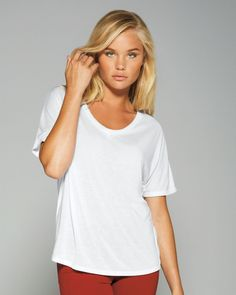 Be comfortable and fashionable in this relaxed fit tee. Bella 8816 - Ladies' Flowy Simple Tee is just the one that will perfectly fits you in style and fabric. Made of viscose polyester and cotton, it features wonderful durability and breathability. With the design of relaxed fit, it is very soft in touch to provide you superb comfort for further movement.
