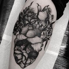 Tattoo by @kellyviolence #blackworkers #blackworkers_tattoo #tattoo #bw #blackwork #blacktattoo
