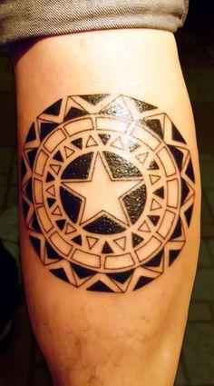 maori-tattoo-mit-stern-design-wade-männer-motive-ideen