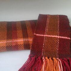 Last order, maching scarves, mother and daughter #lisboncrosslights #alpaca #loom #yarn #scarf #handwoven