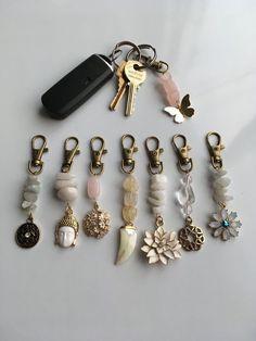 Crystal Jewelry, Wire Jewelry, Jewelry Crafts, Beaded Jewelry, Jewelery, Beaded Bracelets, Handmade Keychains, Diy Keychain, Handmade Jewelry