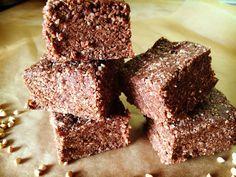 Tieto čokoládové tyčinky sú jednoducho bomba! Ale nie kalorická! Navyše sú jednoduché na výrobu a nič špeciálne na ne nepotrebujete.