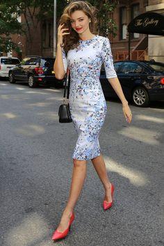 Miranda Kerr: Floral print + hot pink shoes