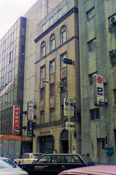 銀座にある最古のビルとして大正13年(1924年)建築の銀緑館が現存(追記:2013年に解体)