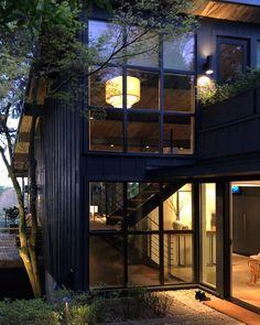 ALLI | home design + styling (@the.hoss.homestead) • Instagram photos and videos Patio Design, House Design, Home Decor Styles, Midcentury Modern, Landscape Design, Mid Century, Design Inspiration, Exterior, Mansions
