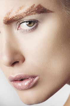 Gold Makeup, Beauty Editorial, Faces, Lips, Colours, Model, Fashion, Golden Makeup, Moda
