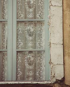 A Whitewashed House : Photo