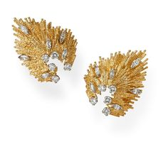 Andrew GRIMA -Yellow Gold and Diamond Earclips, 2016 - Yellow Gold textured wire set with brilliant-cut and marquise-cut Diamonds. •Andrew Grima (1921-2007) one of the most innovative designers of his time, his cuttingedge designs drew clients such as Jacqueline Onassis, Princess Margaret and the Queen.