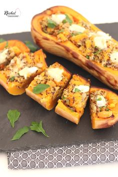 Butternut squash stuffed with quinoa and goat cheese - Easy Recipes & Healthy Batch Cooking, Cooking Time, Easy Healthy Recipes, Easy Meals, Healthy Food, Goat Cheese Recipes, Good Food, Yummy Food, Make Ahead Lunches