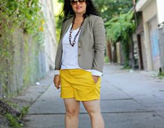 yellow shorts, beige blazer, shorts with blazer