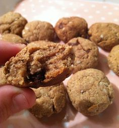 Annie's Gluten Free Grub: Cashew or Almond Quinoa Flake Cookies no sugar added!!!! Healthy cookies to try!