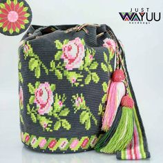 Single thread rose pattern Dark Grey background Handcrafted handbags made by indigenous wayuu in the north of Colombia Worldwide Crochet Crafts, Crochet Projects, Knit Crochet, Crotchet Bags, Knitted Bags, Mochila Crochet, Tapestry Crochet Patterns, Tapestry Bag, How To Make Handbags
