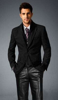 Gorgeous, GORGEOUS contrast - Blazer and muted leather pants Visual para o Culto de Sábado anoite nesse inverno! :D