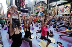 times-square-yoga-solstice-2012